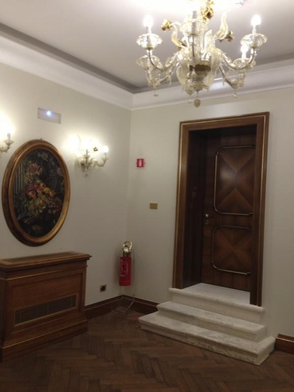 Large hallways Hotel ai Reali